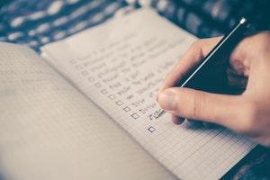 écriture sur un cahier check